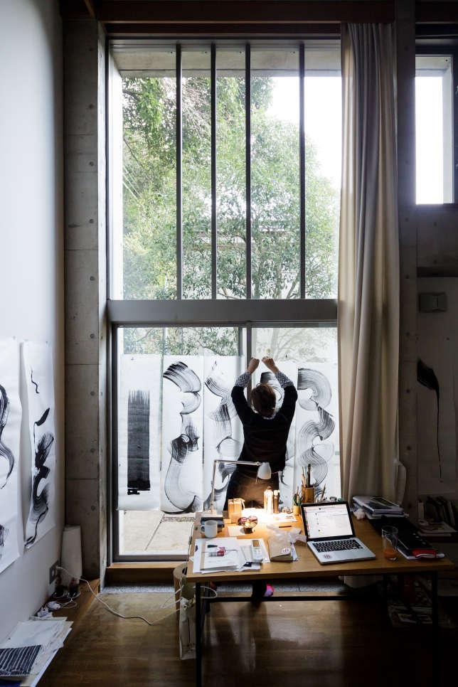 La Villa Kujoyama accueille, chaque année, une vingtaine d'artistes ou artisans français pour des résidences de deux à six mois.