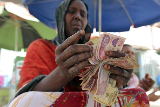 Echange de monnaie au Somaliland, en mai 2015.