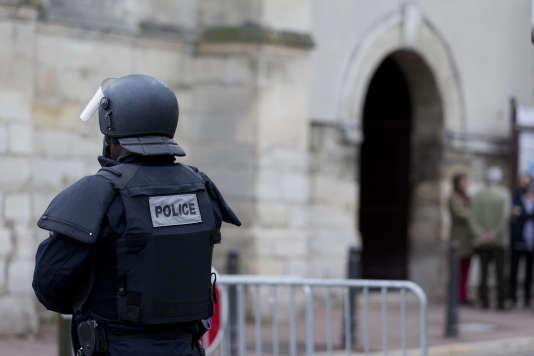 Faute de pouvoir rejoindre les rangs de l'Etat islamique, les trois individus ont reconnu avoir fomenté, encouragés par un homme en Syrie, une attaque en France.