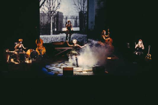 Les Dakh Daughters en concert à Avignon, en juillet 2015.