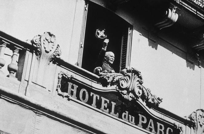 Le gouvernement Pétain s'installe à l'Hôtel du Parc, à Vichy,  en juillet 1940.
