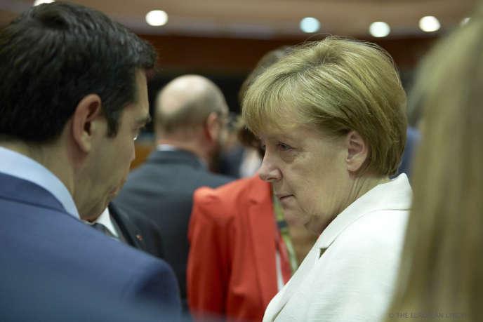 Alexis Tsipras et Angela Merkel au Conseil européen, à Bruxelles, le 12 juillet.