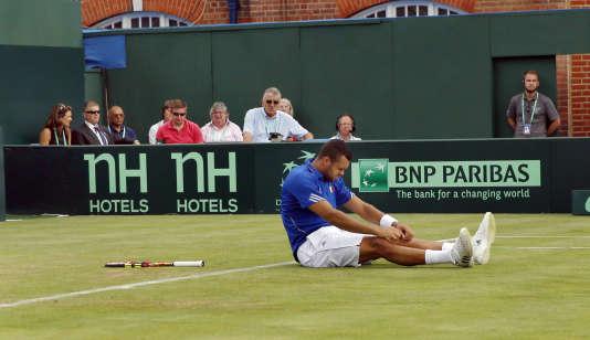 Jo-Wilfred Tsonga a gâché trop d'occasions contre le Britannique Andy Murray en quart de finale de la Coupe Davis.
