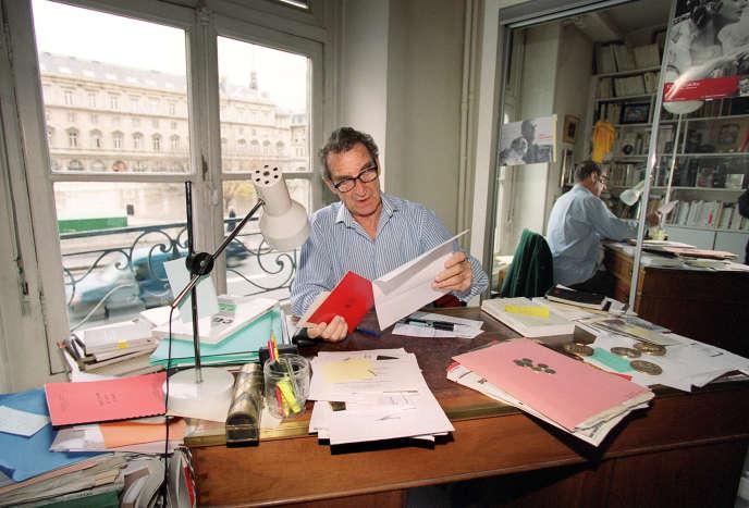 Jean Lacouture, à son domicile parisien, en 2000.