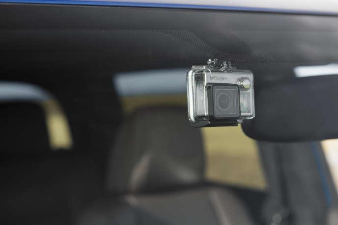 Située à côté du rétroviseur intérieur du Tacoma, la caméra GoPro peut aussi être utile pour fournir des images d'un accrochage... à son assureur.