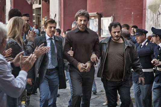 «Sotto Copertura»: mini-série, sur la vie de l'officier de la garde mobile de Naples Vittorio Pisani, interprété par Alessandro Preziosi, qui captura en 2010 un des plus dangereux chefs mafieux en fuite … puis fut à son tour arrêté, en 2013, pour malversations. Diffusion en octobre sur RAI 1.