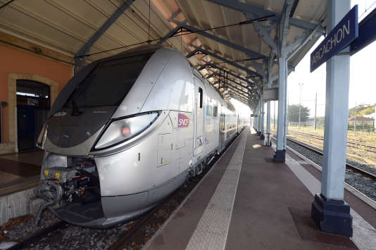Un train SNCF en gare d'Arcachon, le 15 septembre 2015.