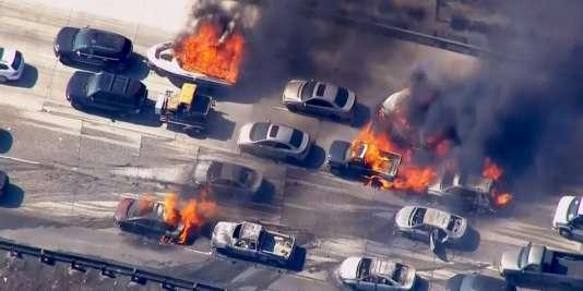 Un incendie s'est propagé sur l'autoroute reliant Los Angeles à Las Vegas, le 17 juillet.