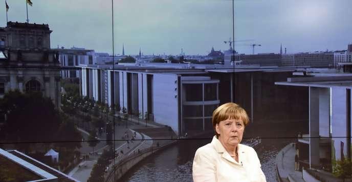 Angela Merkel avant son entretien sur la chaîne de télévision allemande ARD, le 19 juillet.