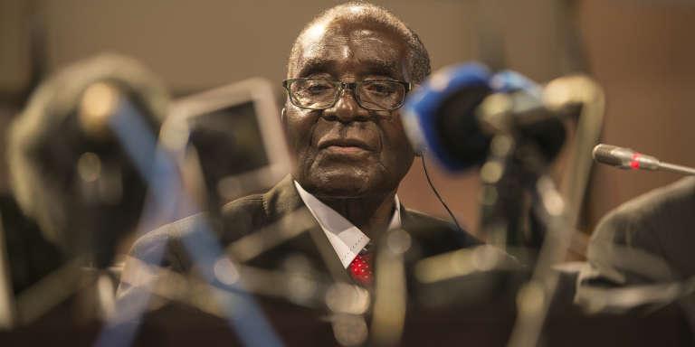 Le président de l'Union Africaine, Robert Mugabe, au pouvoir au Zimbabwe depuis 35 ans.
