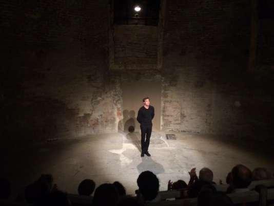 Emmanuel Noblet, dans son adaptation de «Réparer les vivants», à Avignon.