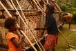 Opérations de reconstruction, le 12juillet, à Manuapen, sur l'île de Tanna.