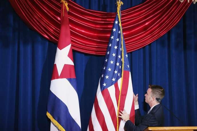 Le 20 juillet 2015, avant la cérémonie de réouverture de l'ambassade de Cuba àWashington.