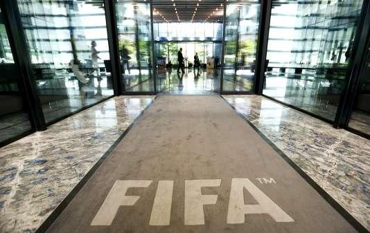 Les autorités américaines ont ouvert des enquêtes sur le rôle de grandes banques dans le scandale de corruption qui éclabousse la FIFA.