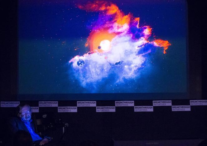 L'astrophysicien britannique Stephen Hawking a lancé lundi 20 juillet à Londres un programme visant à observer les confins de l'espace à la recherche d'une vie intelligente extraterrestre. Soutenu par le physicien et entrepreneur russe Youri Milner, ce projet de 10 ans, baptisé Breakthrough Listen, est doté de 92 millions d'euros.