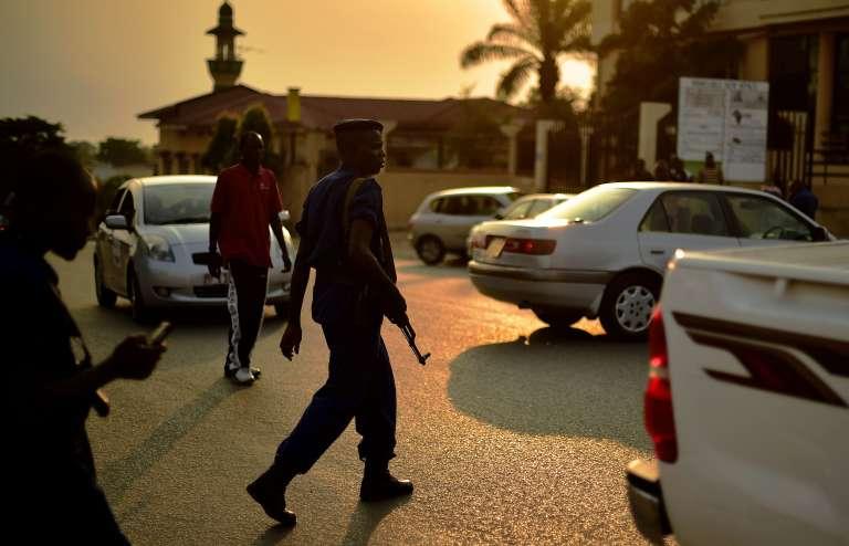 Sur le site d'une attaque à la grenade, le 20 juillet à Bujumbura.