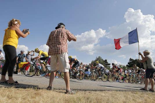 Des spectateurs lors de la 16e étape, le 20 juillet.