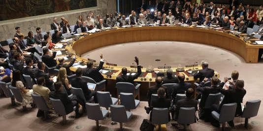 Les membres du Conseil de sécurité adoptent l'accord sur le nucléaire iranien, lundi 20 juillet, au siège des Nations unies.