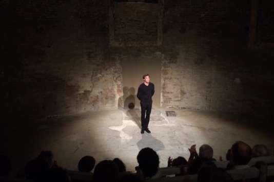 Emmanuel Noblet, dans son adaptation de «Réparer les vivants», à Avignon, en juillet 2015.