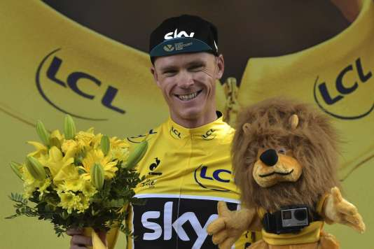Chris Froome, après la 16e étape du Tour 2015. AFP PHOTO / LIONEL BONAVENTURE