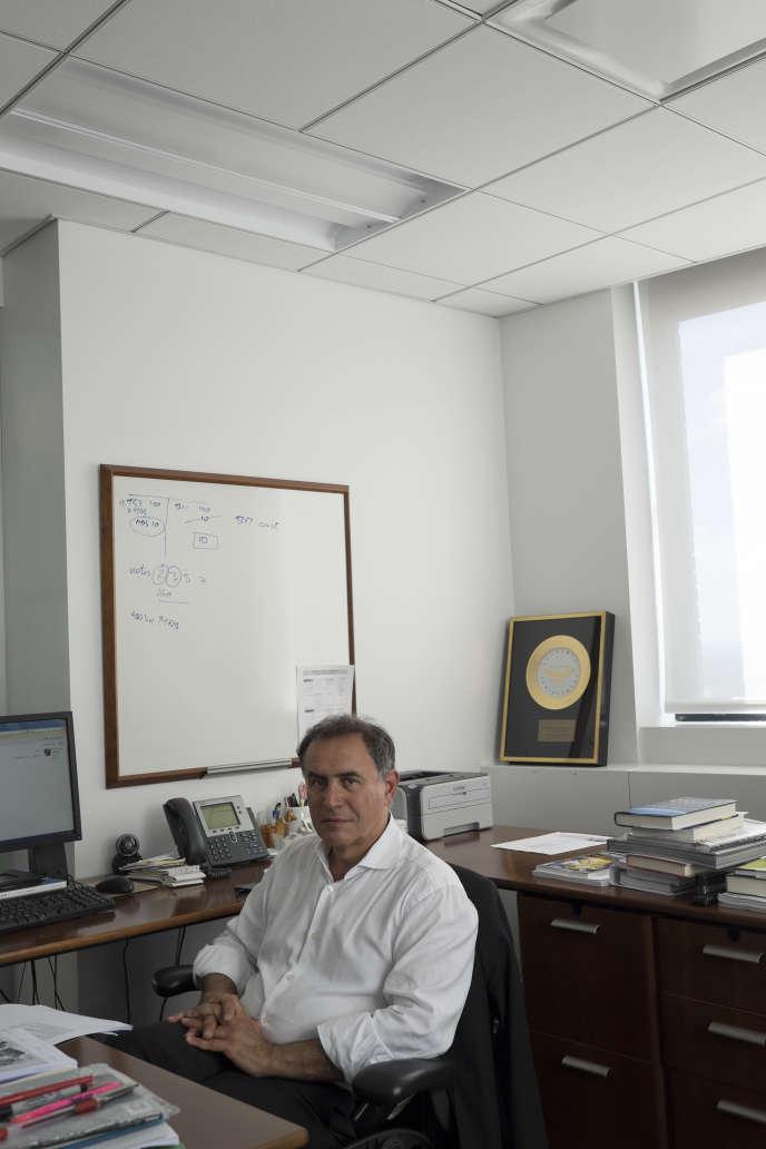 Nouriel Roubini dans son bureau à New-York le 24 juin 2015.