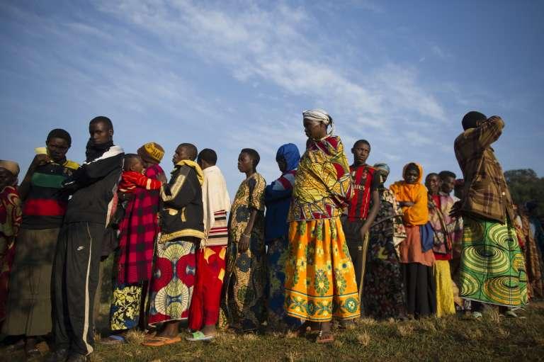 Les habitants de la commune de Buye, au nord du Burundi, en file d'attente pour aller voter le 21 juillet 2015.