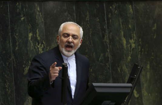 Le ministre iranien des affaires étrangères, Mohammad Javad Zarif, au parlement le 21 juillet 2015.