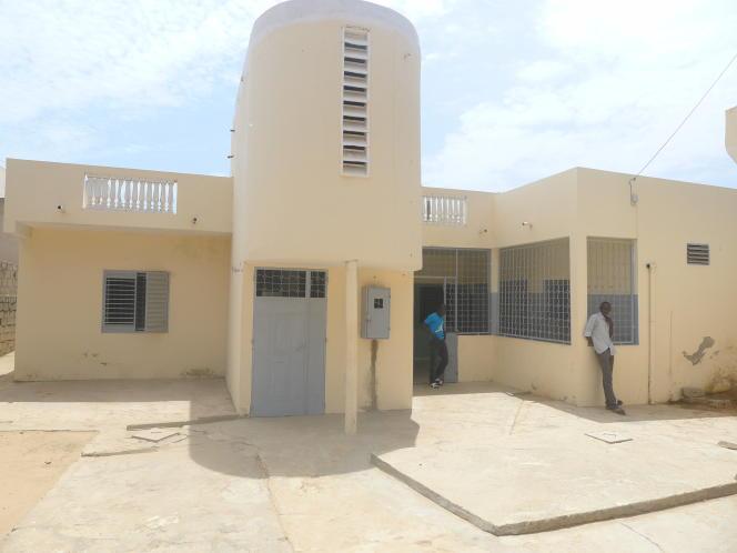 Cette maison est le siège provisoire de l'Espace numérique ouvert de Mbour, l'une des douze antennes régionales de l'Université virtuelle du Sénégal. Environ 400 étudiants y sont inscrits.