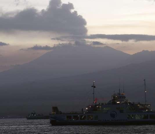Deux autres aéroports dans l'est de Java – Jember, Banyuwangi –, île voisine de celle de Bali, ont été fermés mardi.