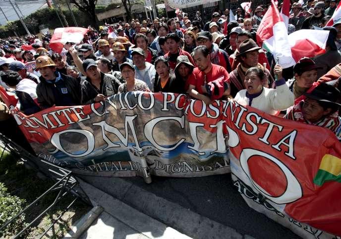 Lors d'une manifestation à La Paz, mercredi 22 juillet.