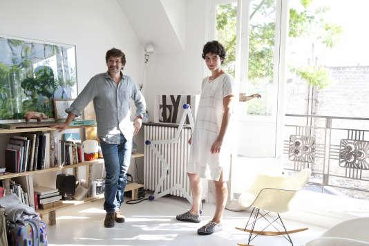 Godefroy de Virieu et Stefania di Petrillo dans leur appartement parisien.