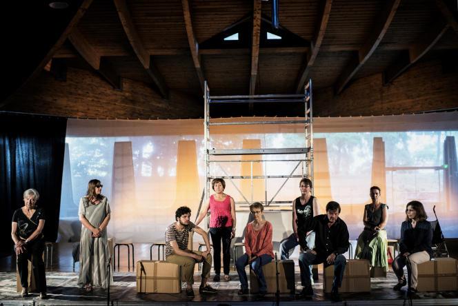 Des Lyonnais répètent une pièce au théâtre Le Fanal, le 26 juin.