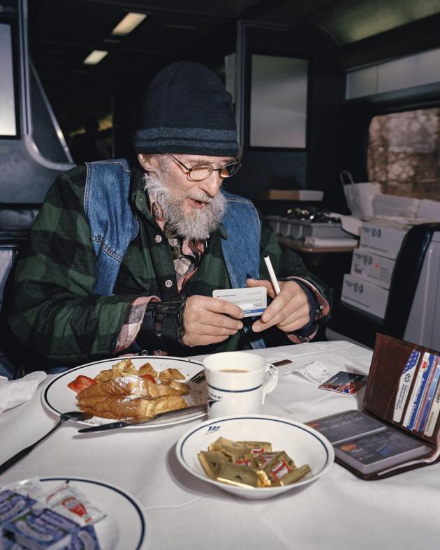 Ancien combattant et routier à la retraite, Don Christensen part rendre visite à sa fille dans le Rhode Island.