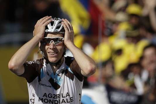 Romain Bardet franchit la ligne en vainqueur à Saint-Jean-de-Maurienne.