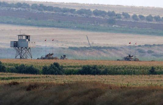 Des tanks turcs à la frontière avec la Syrie, le 23 juillet 2015.