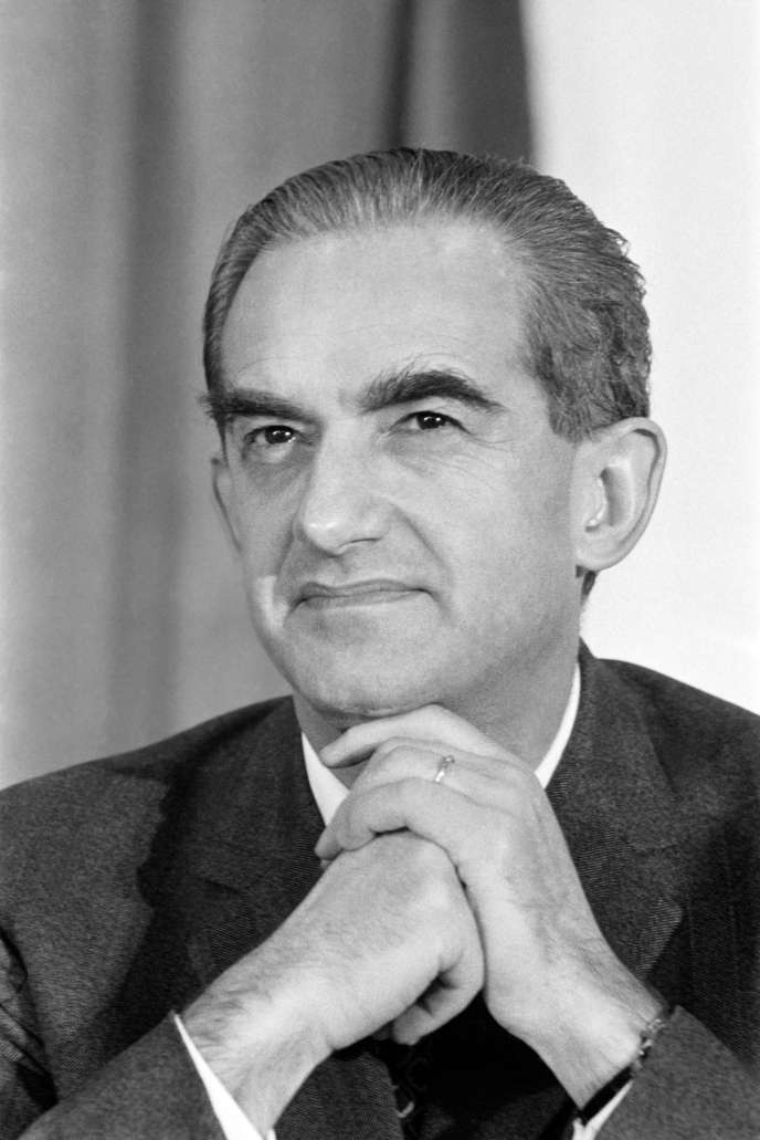Portrait pris le 13 janvier 1973 d'Alain Peyrefitte lors des assises de l'UJP (L'Union des jeunes pour le progrès) à caen.