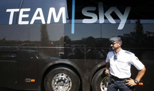 L'un des imposants bus de l'équipe Sky, le 20 juillet, à Gap.
