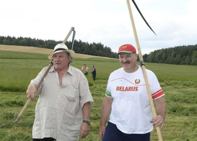 Gérard Depardieu avec le président de Biélorussie, Alexandre Loukachenko, le 22 juillet.