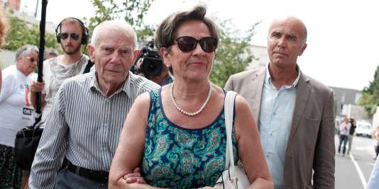 Viviane et Pierre Lambert, les parents de Vincent Lambert, le 23 juillet à Reims. Ils réclament le maintien en vie de leur fils.