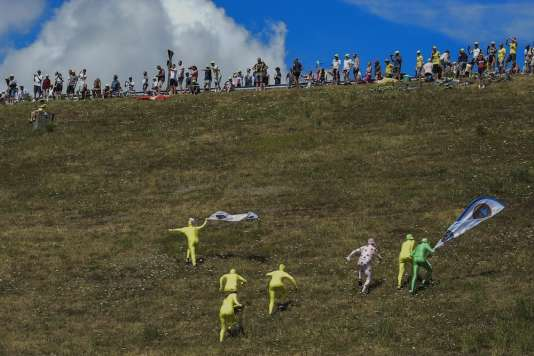 La magie du Tour. AFP PHOTO / LIONEL BONAVENTURE