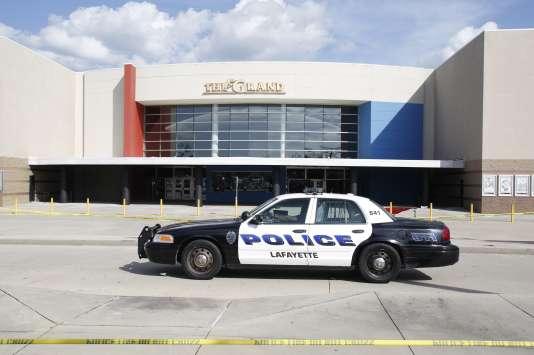 Le tireur, un individu blanc de 59 ans a tué deux personnes et en a blessé sept autres avant de se donner la mort dans un cinéma de Louisiane.