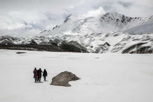 Des populations nomades sont désormais installées à l'année aux sources du Yangtzi. La hausse des températures et le recul de du glacier leur permet de passer l'hiver à plus de 5000 mètres d'altitude.
