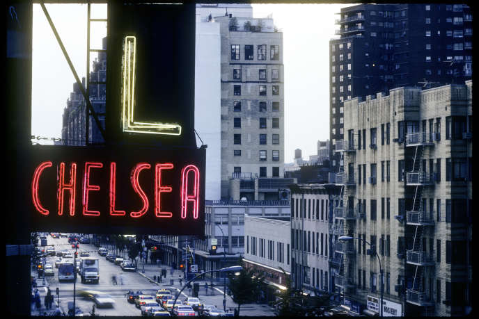 Vue sur la 23e rue, à New York, où se trouve l'hôtel Chelsea. L'établissement, conçu en 1883, est aujourd'hui la propriété d'Ed Scheetz, qui doit reloger, pour rénovation, les 70 résidents à l'année actuels.