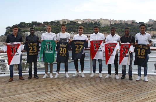 Le 24 juillet, à Monaco, les neuf recrues du club, parmi lesquelles Carrillo, Traoré, Pasalic et El-Shaarawy.