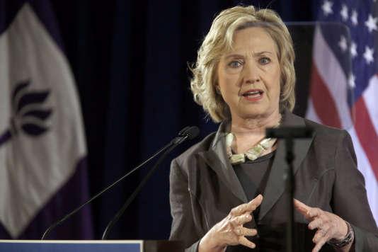 Dans une lettre adressée jeudi aux membres du Congrès, l'inspecteur général de la communauté du renseignement écrit qu'un échantillon de 40 emails sur les 30 000 courriels d'Hillary Clinton montre que quatre d'entre eux auraient dû être classés secrets et « transmis via un réseau sécurisé ».