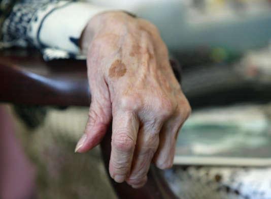 Malgré l'adoption de nombreux plans, depuis une quinzaine d'années, et le vote d'une loi consacrée à l'adaptation de la société au vieillissement, en décembre 2015, la France est mal organisée pour l'accompagnement du maintien à domicile des personnes âgées.