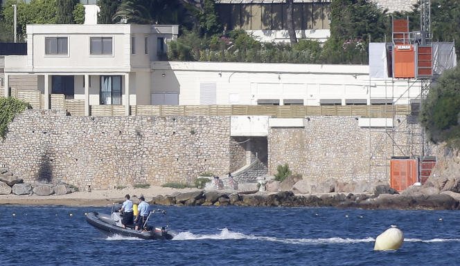 La navigation en mer est interdite depuis samedi midi dans une bande de 300 mètres.