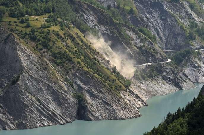 Un glissement de terrain au-dessus du lac du Chambon, le 5 juillet.