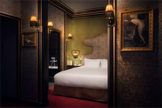 L'une des chambres de l'hôtel Maison Souquet, ancienne maison close.