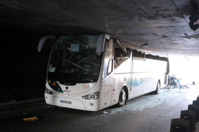 Le chauffeur, âgé de 59 ans et réputé bon professionnel, était en garde vue dimanche, a indiqué le parquet de Lille.